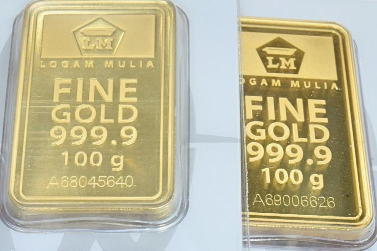 Spooked by the economic destruction wrought by the pandemic, consumers and investors around the world have been snapping up gold, which is seen as a hedge against volatility