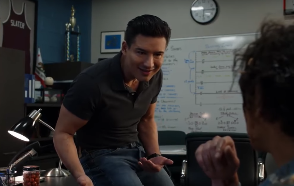 Mario Lopez in the rebooted Saved By The Bell (Credit: NBCUniversal)