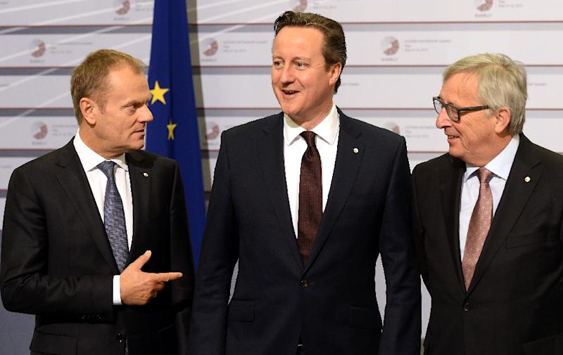 British Prime Minister David Cameron (C) is welcomed by European Commission President Jean-Claude Juncker and President of the European Council Donald Tusk (L) at the EU Eastern Partnership Summit in Riga, on May 22, 2015 (AFP Photo/Janek Skarzynski)