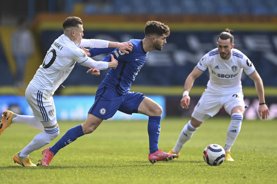 Chelsea's Christian Pulisic, right, challenges for the ball with Leeds United's Ezgjan Alioski during the English Premier League soccer match between Leeds United and Chelsea at Elland Road stadium, in Leeds, England, Saturday, March 13, 2021.(Laurence Griffiths/Pool via AP)