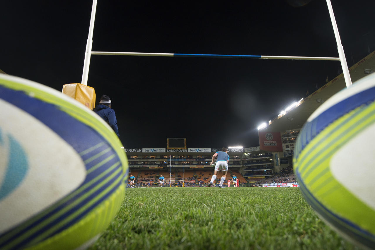 Players of the New Zealand's Blues Super Rugby team warm up before their Super Rugby match against South Africa's Stormers on May 19, 2017 at Newlands Stadium in Cape Town. (AFP Photo/RODGER BOSCH)