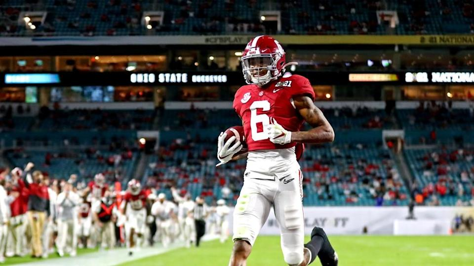 DeVonta Smith strolls into end zone during National Championship Game