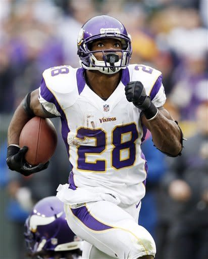 Minnesota Vikings running back Adrian Peterson looks up at the video board as he breaks away for a 48-heard run during the second half of an NFL football game against the Minnesota Vikings Sunday, Dec. 2, 2012, in Green Bay, Wis. (AP Photo/Tom Lynn)