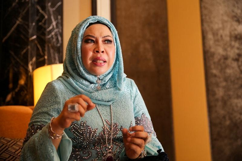 Datuk Seri Dr Hasmiza Othman, better known as Dr Vida, speaks during an interview at Kuala Lumpur, January 8, 2016. — Picture by Choo Choy May