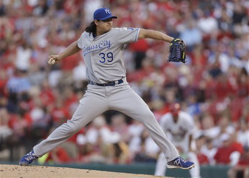 Kansas City Royals starting pitcher Luis Mendoza throws during the first inning of a baseball game against the St. Louis Cardinals on Wednesday, May 29, 2013, in St. Louis. (AP Photo/Jeff Roberson