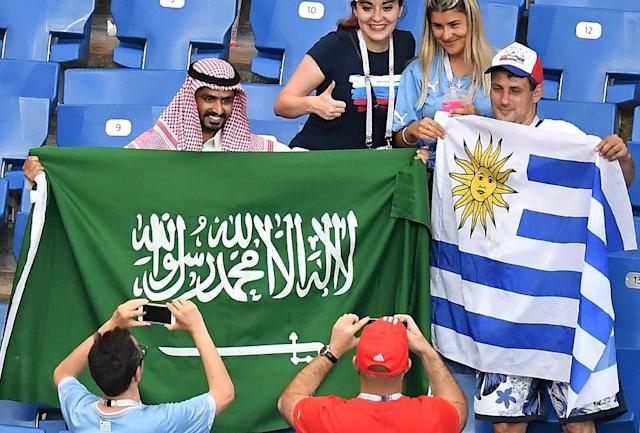 Uruguay and Saudi Arabia supporters get to know each other before their teams' Group A clash (AFP Photo/JOE KLAMAR)
