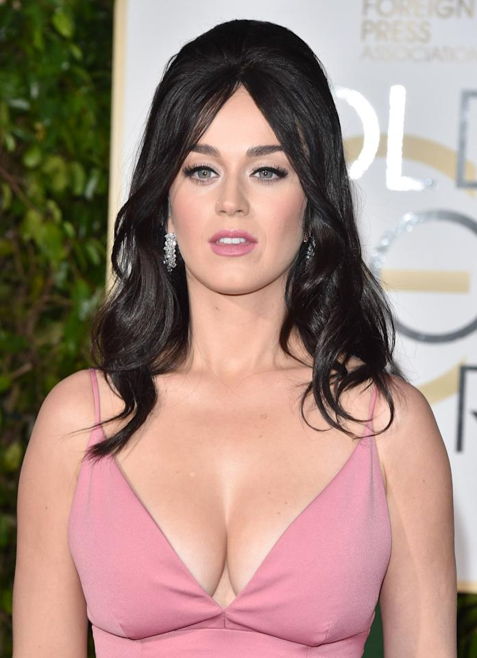 <p>Katy wore quite the low-cut dress to the 2016 Golden Globe Awards.</p>