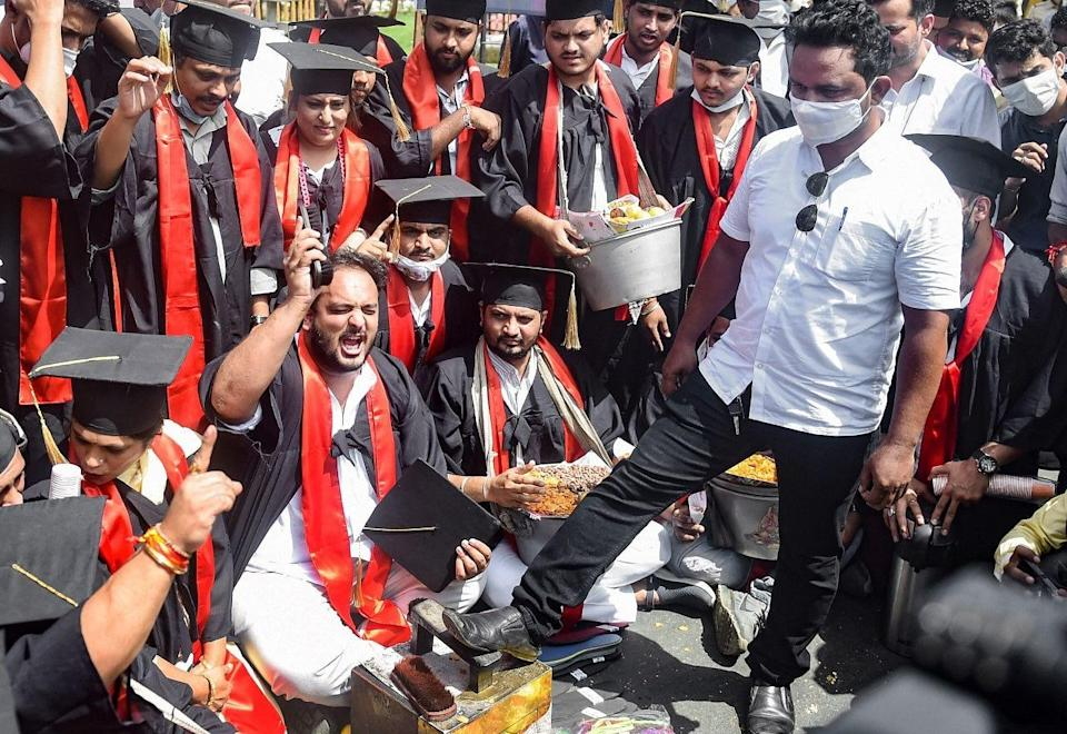 """<div class=""""paragraphs""""><p>Members of Youth Congress protest and observe National Unemployment Day on Prime Minister Narendra Modis birthday by polishing shoes and selling peanuts while wearing graduation gowns, in Mumbai on Friday, 17 September.</p></div>"""