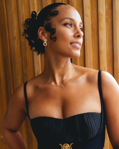 """<p>Alicia Keys made a subtle yet statement entrance with her black Versace gown, which she paired with gold jewellery and an elegant updo.</p><p><a href=""""https://www.instagram.com/p/CM8CrvZr0J2/?utm_source=ig_embed&utm_campaign=loading"""" rel=""""nofollow noopener"""" target=""""_blank"""" data-ylk=""""slk:See the original post on Instagram"""" class=""""link rapid-noclick-resp"""">See the original post on Instagram</a></p>"""