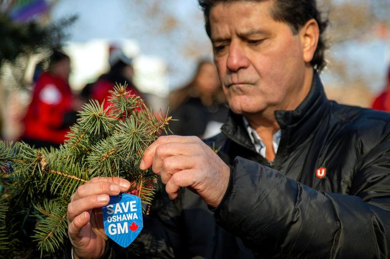 FILE PHOTO: Unifor launches its #SaveOshawaGM campaign by unveiling its Tree of Hope in Memorial Park in Oshawa