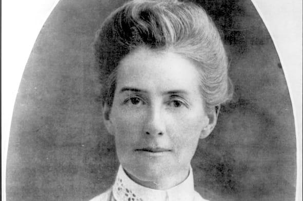 Edith Cavell, the British nurse executed by the Germans during the First World War, is to be featured on a new commemorative £5 coin.