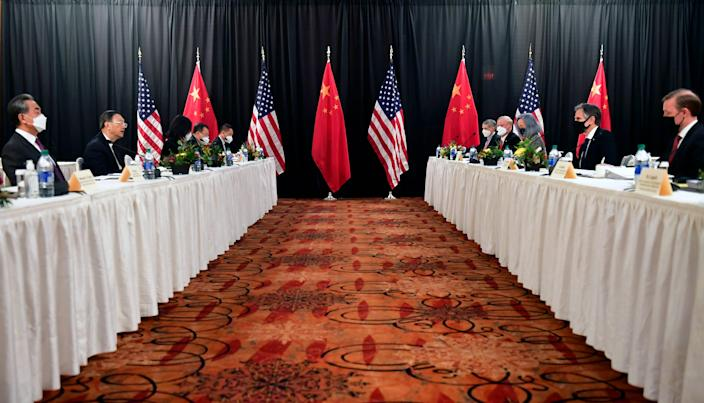 Secretary of State Antony Blinken, second from the right, and Jake Sullivan, a national security adviser from the right, confront Yang Jiechi, the second foreign minister of the Chinese Communist Party, and Wang Yi, the second secretary of state of China from the left. Talk while talking.  The opening session of the US-China talks at the Captain Cook Hotel in Anchorage, Alaska, on Thursday, March 18, 2021.