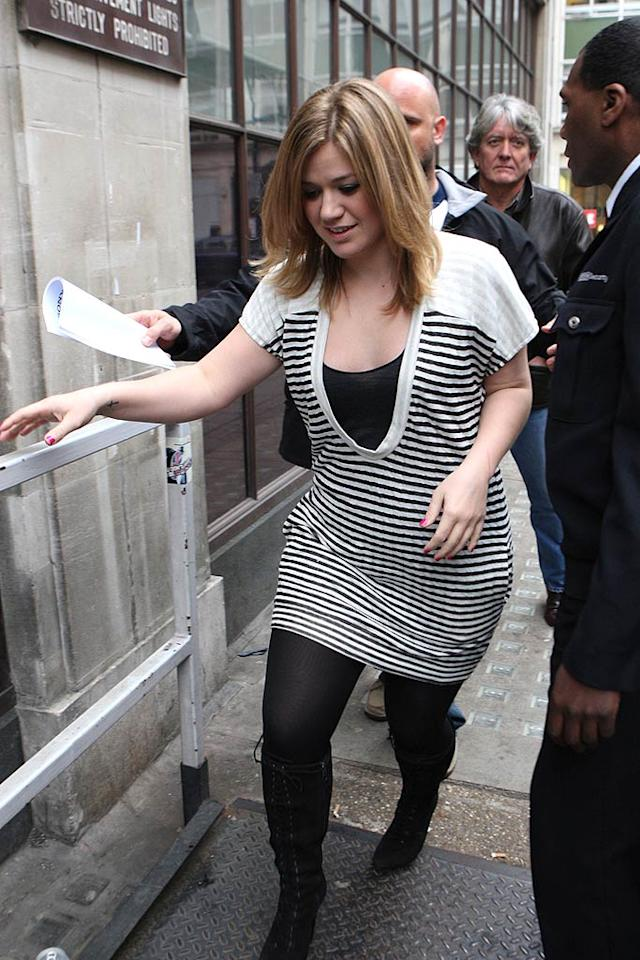 "Kelly Clarkson leaves the Radio 1 studios in London after performing on the Jo Whiley show. Goff/<a href=""http://www.infdaily.com"" target=""new"">INFDaily.com</a> - February 24, 2009"