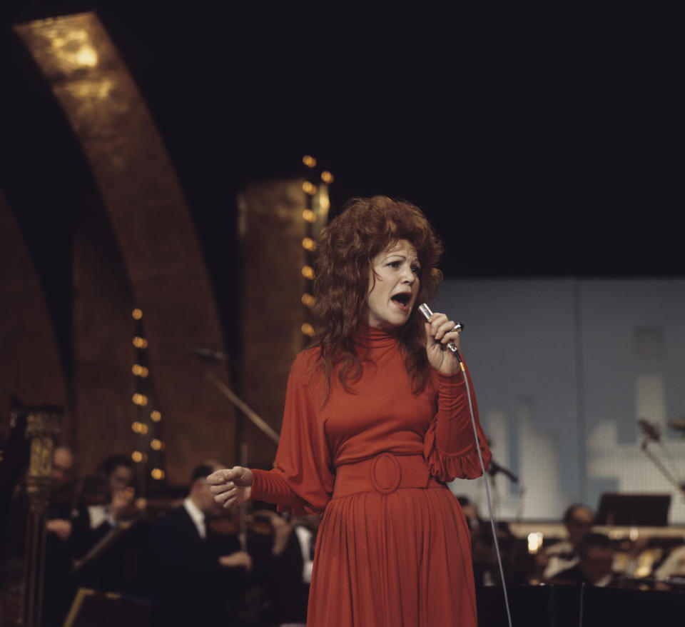 Singer Annie Ross performs on stage in March 1972. (Photo by David Redfern/Redferns)