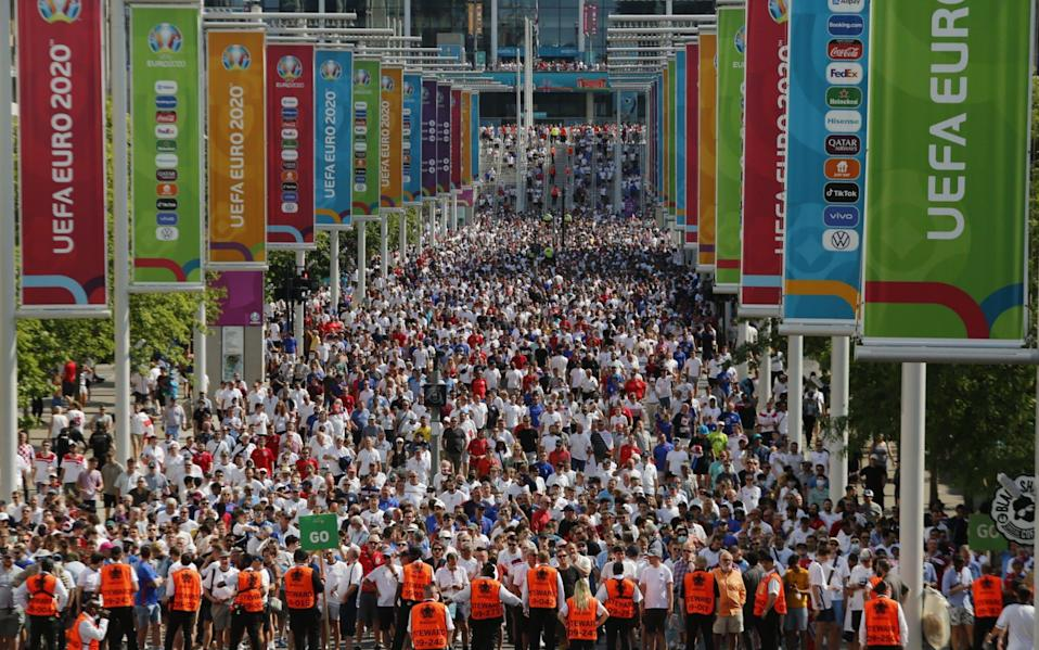 England football fans leave Wembley after the team's opening match of the Euros. It was a trial event for crowds - Anadolu Agency
