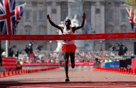 Athletics - London Marathon - London, Britain - April 22, 2018 Kenya's Eliud Kipchoge crosses the finish line to win the men's elite race REUTERS/Paul Childs
