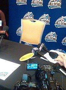 Kobe Bryant's unoccupied chair still drew a crowd at the All-Star media session