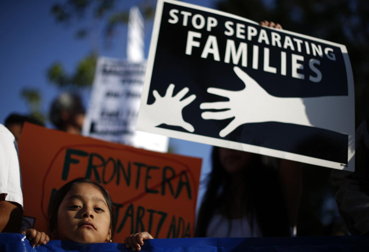 Yoselin Cano, 5, takes part in a vigil for immigrant rights and the protection of women and children fleeing violence in Central America, on Salvadoran Heritage Day in Los Angeles, California August 6, 2014. REUTERS/Lucy Nicholson (UNITED STATES - Tags: SOCIETY IMMIGRATION ANNIVERSARY)