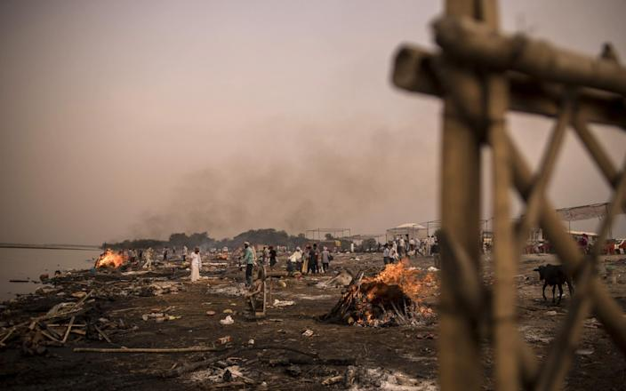 Funeral pyres burn amid mass cremations of Covid-19 fatalities and the recently deceased on the banks of the Yamuna river in Garh, Uttar Pradesh, India - Anindito Mukherjee/Bloomberg