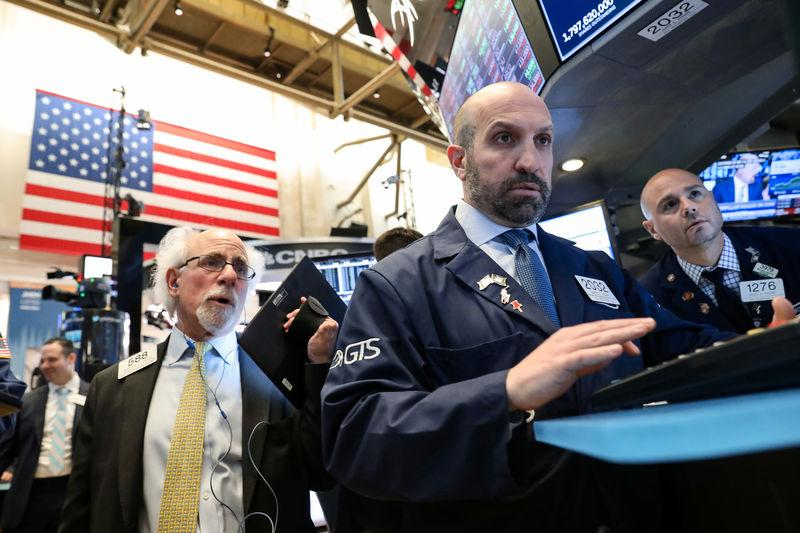 USA stocks close mixed amid corporate earnings