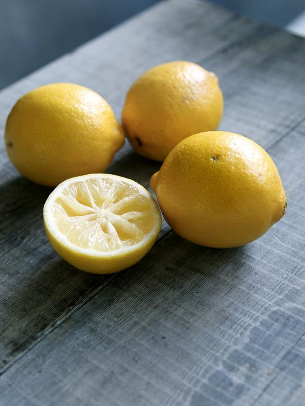 ilustrasi lemon/copyright unsplash/Caroline Attwood