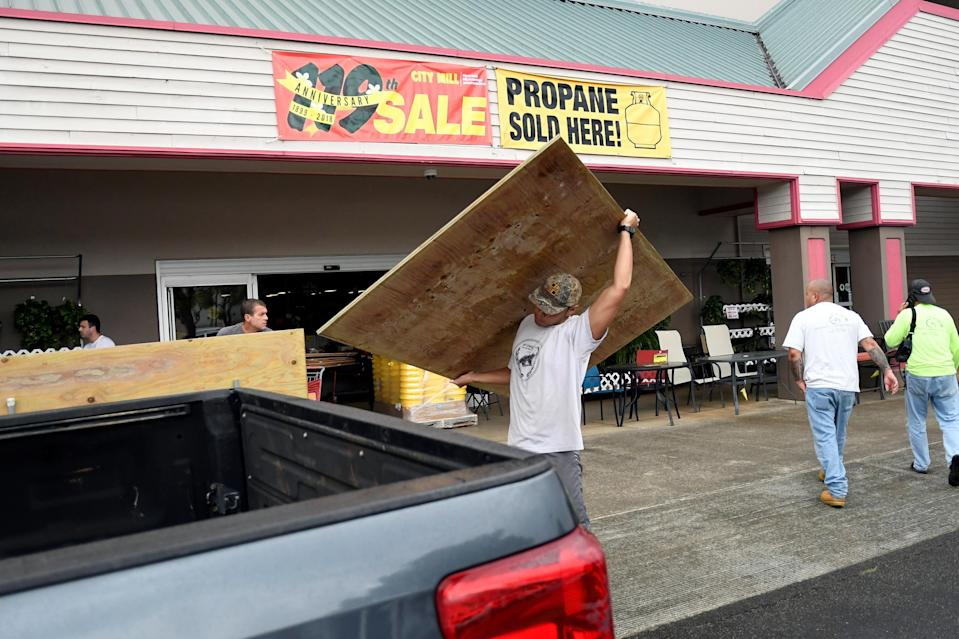 <p>Luke Yamanuha loads plywood into his truck as Hurricane Lane approaches Honolulu, Hawaii, Aug. 22, 2018. (Photo: Hugh Gentry/Reuters) </p>