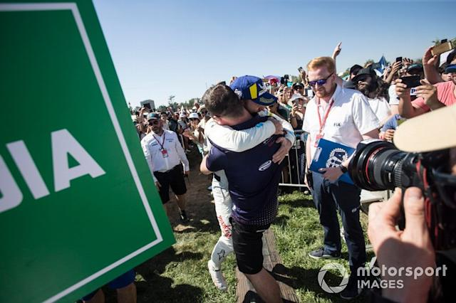 "Ganador, Sam Bird, Envision Virgin Racing abraza a Leon Price <span class=""copyright"">Andrew Ferraro / Motorsport Images</span>"