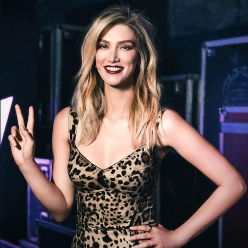 Delta Goodrem using the peace gesture on The Voice. Source: Channel Nine