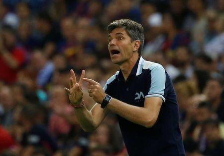Football Soccer - FC Barcelona v Deportivo Alaves - Spanish King's Cup Final - Vicente Calderon Stadium, Madrid, Spain - 27/5/17 Deportivo Alaves coach Mauricio Pellegrino gesturesReuters / Susana Vera/Files