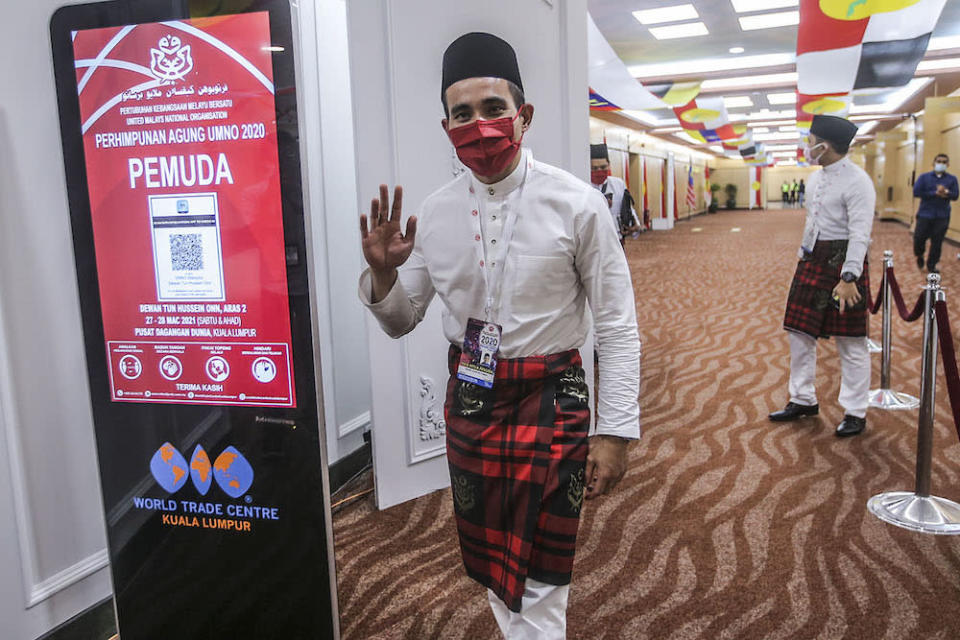 Umno information chief Shahril Hamdan called on Umno leaders to think up new ideas to attract youth. — Photo by Hari Anggara.