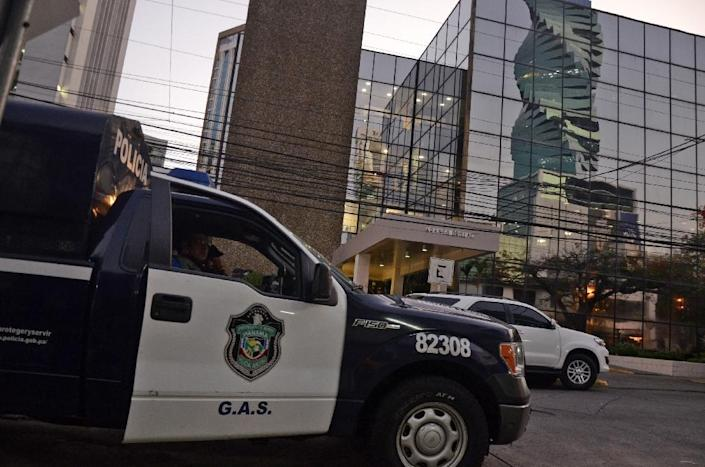 A police car is seen outside the Mossack-Fonseca law firm offices in Panama City during a raid on April 12, 2016 (AFP Photo/Ed Grimaldo)