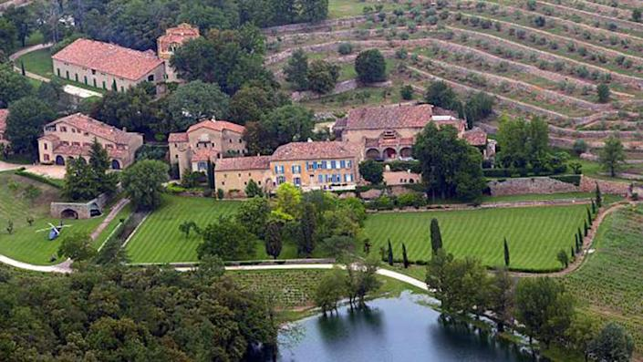 """An aerial view taken on May 31, 2008 in Le Val, southeastern France, shows the Chateau Miraval, a vineyard estate owned by US businessman Tom Bove. US actors Brad Pitt and Angelina Jolie are relocating to the chateau, a local official told AFP. AFP PHOTO MICHEL GANGNE (Photo credit should read MICHEL GANGNE/AFP via Getty Images) <span class=""""copyright"""">Getty Images</span>"""