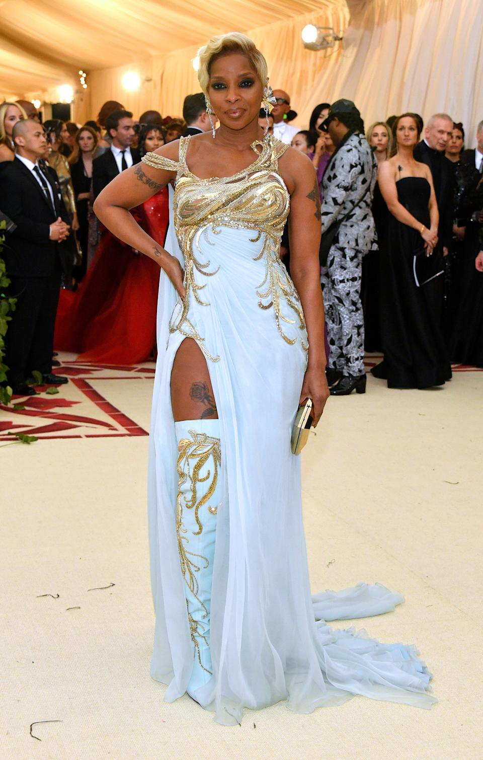 """<h1 class=""""title"""">Mary J. Blige in Versace and L'Dezen by Payal Shah jewelry</h1><cite class=""""credit"""">Photo: Getty Images</cite>"""