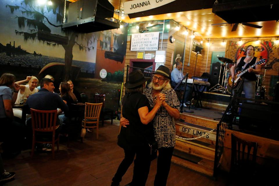 Pamela and Tom Pickens of Madison, Indiana, enjoy live music as coronavirus disease (COVID-19) restrictions are eased at blues bar Kingston Mines in Chicago, Illinois, U.S., June 24, 2021. Picture taken June 24, 2021.   REUTERS/Eileen T. Meslar