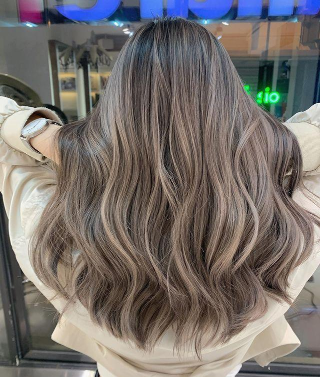"""<p>Trying to amp up the smoke factor of your ash-brown hair? Go for a base that's a little <a href=""""https://www.cosmopolitan.com/style-beauty/beauty/g31263222/how-to-lighten-hair/"""" rel=""""nofollow noopener"""" target=""""_blank"""" data-ylk=""""slk:lighter"""" class=""""link rapid-noclick-resp"""">lighter</a>, and <strong>ask your colorist for a smoky, matte-like finish</strong>.</p><p><a href=""""https://www.instagram.com/p/B-uCstPHONo/"""" rel=""""nofollow noopener"""" target=""""_blank"""" data-ylk=""""slk:See the original post on Instagram"""" class=""""link rapid-noclick-resp"""">See the original post on Instagram</a></p>"""