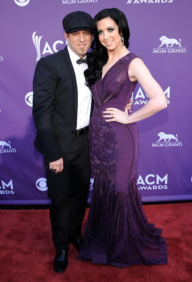 "<p class=""MsoNormal"">Husband-and-wife duo Thompson Square – made up of Keifer and Shawna Thompson – cozied up on the red carpet. The couple is up for Vocal Duo of the Year award. </p>"