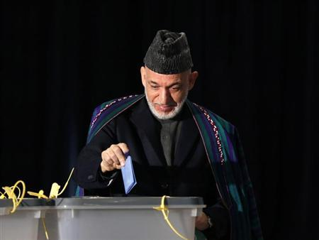 President Hamid Karzai casts his vote in Kabul April 5, 2014. REUTERS/Mohammad Ismail