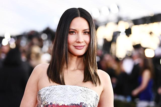 """<p>Olivia dazzled with her blunt lob strands. If you want this look, and you are low on time, try <a href=""""http://sutrabeauty.com/cordless-rechargeable-flat-iron/"""" rel=""""nofollow noopener"""" target=""""_blank"""" data-ylk=""""slk:Sutra Beauty's Cordless — Rechargeable Flat Iron"""" class=""""link rapid-noclick-resp"""">Sutra Beauty's Cordless — Rechargeable Flat Iron</a> to keep you from waiting for what feels like forever for your iron to heat up. (Photo: Getty Images) </p>"""