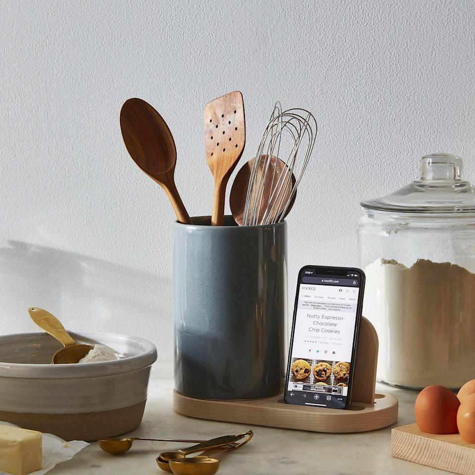 <p>We love that the wood base of this <span>The Baker Dock &amp; Utensil Crock</span> ($78-$82) comes with a slot for your phone. It's a useful tool to keep your utensils and display your recipes.</p>