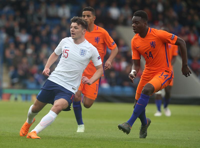 L-R Bobby Duncan of England Under 17 and Christopher Mamengi of Netherlands Under 17 during the UEFA Under-17 Championship Semi-Final match between England U17s against Netherlands U17s at Proact Stadium, Chesterfield FC, England on 17 May 2018. (Photo by Kieran Galvin/NurPhoto via Getty Images)