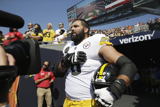 <p>Pittsburgh Steelers offensive tackle and former Army Ranger Alejandro Villanueva (78) stands outside the tunnel alone during the national anthem before an NFL football game against the Chicago Bears, Sept. 24, 2017, in Chicago. (Photo: Nam Y. Huh/AP) </p>