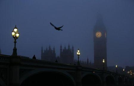The Big Ben clock tower and the Houses of Parliament are seen in pre-dawn light on a foggy morning in central London January 21, 2014. REUTERS/Andrew Winning