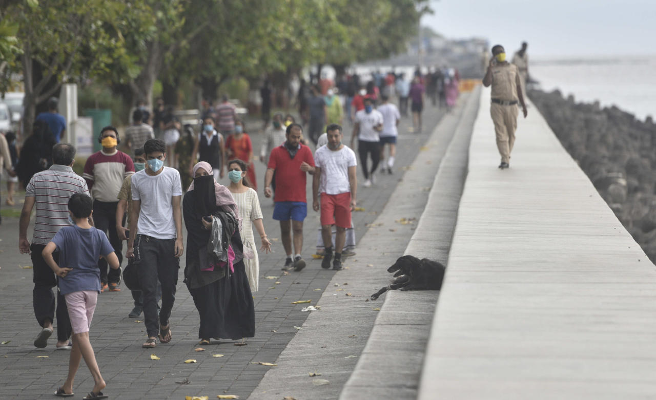 MUMBAI, INDIA - JUNE 7: Huge crowd walks at Marine drive during the first phase of Unlock 1.0, on June 7, 2020 in Mumbai, India. (Photo by Satyabrata Tripathy/Hindustan Times via Getty Images)