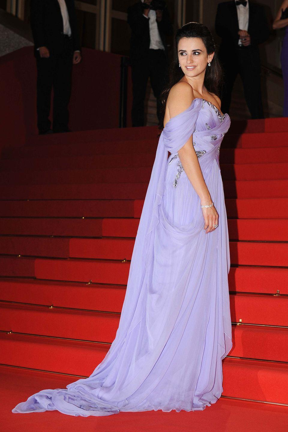 <p>The off-the-shoulder neckline and lavender shade of this dress made Penelope Cruz look <em>just</em> like Jasmine at the 2009 Cannes Film Festival.</p>