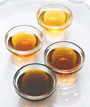 """<div class=""""cls"""">  Warm Maple Syrup  <p class=""""caption"""">Place syrup in a microwave-safe measuring cup. Microwave on high (power level 10) in 15-second intervals, checking in between.  <br><br> <strong><a href=""""http://www.realsimple.com/food-recipes/shopping-storing/food/best-syrups-10000001701479/index.html?xid=yshi-rs-microwave-091710"""">Related: The Best Syrups</a></strong></p>  Photo by: Sang An  </div>"""