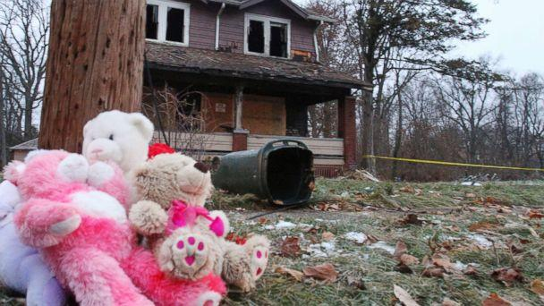 PHOTO: Stuffed animals rest against a pole at a makeshift memorial, Dec. 10, 2018, after a deadly fire on Dec. 9, 2018 in Youngstown, Ohio. (William D. Lewis/The Vindicator via AP)