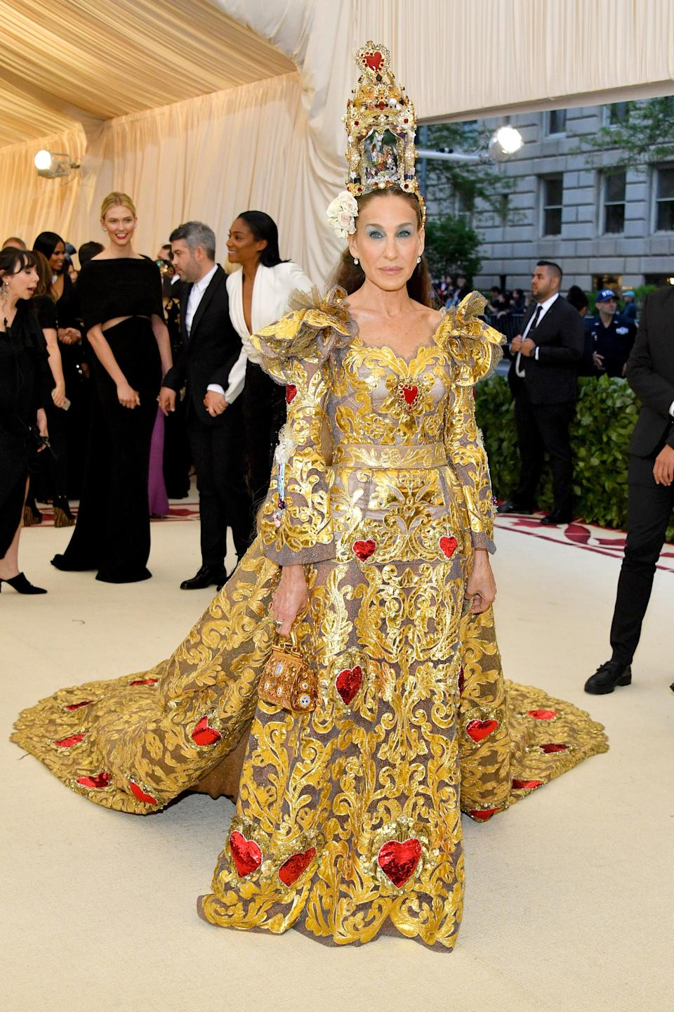 """<h1 class=""""title"""">Sarah Jessica Parker in Dolce & Gabbana Alta Moda, Jennifer Fisher jewelry and Fred Leighton jewelry</h1><cite class=""""credit"""">Photo: Getty Images</cite>"""