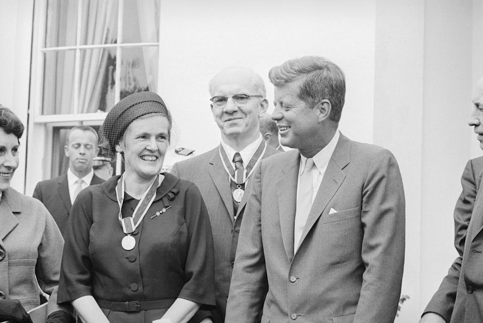 President John F. Kennedy stands with Dr. Frances Kelsey, the medical officer who prevented the sale of the birth defect-causing drug thalidomide in the United States. (Bettmann Archive via Getty images)