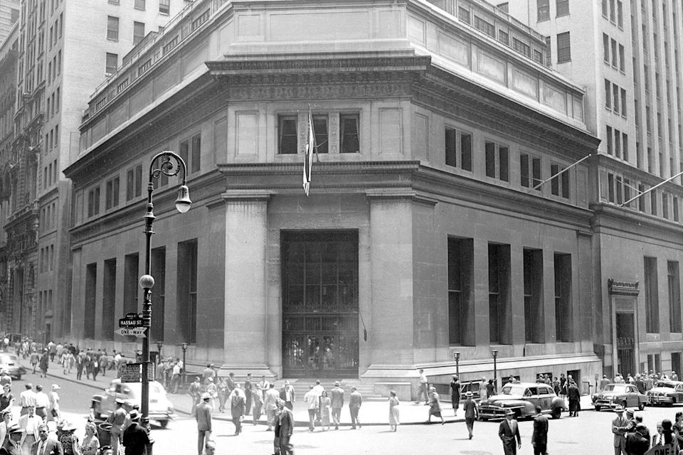 <p>J.P. Morgan & Co. stands like a fortress on corner of Broad and Wall Street. </p>