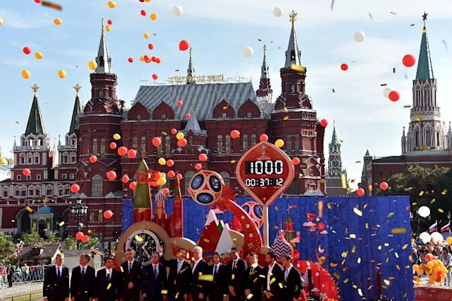 Officials and former and current football players start the 1000-day countdown to the 2018 FIFA World Cup at Manezhnaya square in Moscow on September 18, 2015 (AFP Photo/Kirill Kudryavtsev)